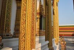 Красивая архитектура поляка золота в виске Таиланде Стоковые Изображения