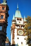 Красивая башня ворот Martinstor Мартин во Фрайбурге im Breisgau, Германия стоковое фото