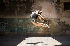 Красивая балерина в воздухе Стоковое Изображение RF
