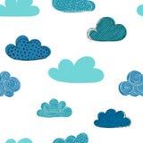 Красивая безшовная картина облаков doodle конструируйте поздравительные открытки и приглашения предпосылки и для одежд младенца Стоковые Фото