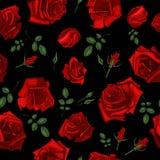 Красивая безшовная картина с красными розами на черной предпосылке также вектор иллюстрации притяжки corel Стоковые Изображения RF