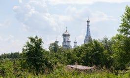 Красивая белая церковь в России стоковое фото rf