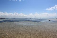 Красивая береговая линия вдоль океана bali Индонесия стоковая фотография