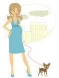Красивая беременная женщина с маленькой собакой Стоковая Фотография RF