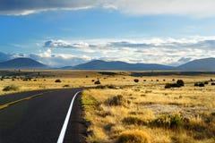 Красивая бесконечная волнистая дорога в пустыне Аризоны Стоковое Изображение RF