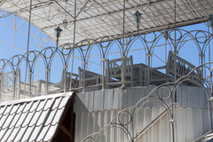 Красивая белая терраса с крышей Стоковые Фотографии RF