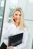 Красивая белокурая бизнес-леди Стоковые Изображения