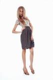 Красивая белокурая девушка в горохах стоимости юбки стоковое изображение