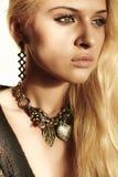 Красивая белокурая женщина в дневном свете Стоковые Фото