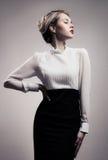Красивая белокурая женщина. Ретро изображение моды. Стоковые Изображения RF