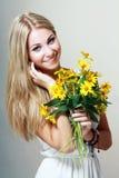 Красивая белокурая женщина Стоковые Изображения RF