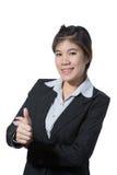 Красивая бизнес-леди показывая большой палец руки вверх по руке, концепции дела успеха, goodjob, одобряет, принимает, соглашается стоковое фото