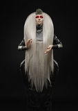 Красивая бледная женщина с белыми волосами стоковые фото