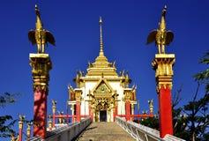 Красивая буддийская архитектура витая в голубое небо Стоковое Фото