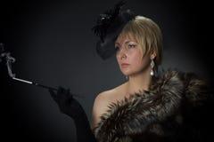 Красивая блестящая женщина в студии стоковое изображение rf