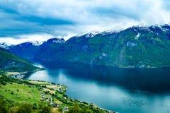 Красивая бдительность Норвегии Stegastein природы Стоковое фото RF