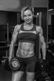 Красивая блондинка в спортзале Стоковое Изображение