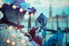 Красивая венецианская замаскированная модель от масленицы 2015 Венеции Стоковые Изображения RF