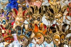 Красивая венецианская предпосылка маск Магазин улицы в Венеции Италии outdoors Концепция туризма и перемещения Стоковые Изображения