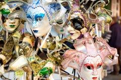 Красивая венецианская предпосылка маск Магазин улицы в Венеции Италии outdoors Концепция туризма и перемещения Стоковые Фотографии RF