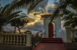 Красивая дверь на заходе солнца Стоковое Изображение RF