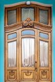Красивая дверь на фасаде исторического здания в Украине Стоковая Фотография