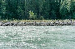 Красивая высокая гора Green River в Nairn падает захолустная Британская Колумбия Канада парка Стоковое Изображение RF
