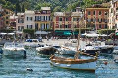 Красивая гавань Portofino, итальянский рыбацкий поселок, Генуя, Италия Стоковое Фото