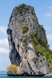 Красивая гора с ярким голубым небом Стоковое Изображение RF