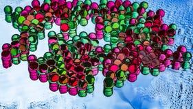 Красивая горизонтальная текстура группы в составе пестротканые прозрачные шарики гидрогеля с отражениями Стоковые Изображения RF