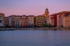 Красивая гостиница Portofino итальянца, с красочными деревнями и рыбацкими лодками в меньшей гавани залива на районе 3 студий Uni стоковое фото