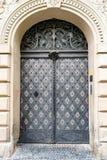 Красивая дверь в Праге стоковая фотография rf