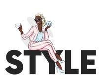 Красивая девушка в брюках и куртке сидит на стиле надписи также вектор иллюстрации притяжки corel одежда вспомогательного оборудо бесплатная иллюстрация