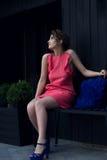 Красивая девушка в платье персика Стоковые Изображения RF