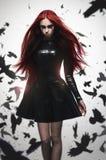 Красивая девушка зла хозяйки goth стоковые фото