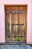 Красивая деревянная дверь в Румынии стоковое фото rf