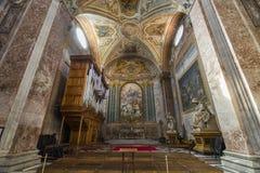 Красивая деталь потолка и мраморные столбцы базилики Sa Стоковые Фото