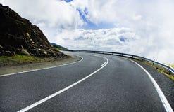 Красивая дорога горы в Тенерифе Концепция перемещения дороги Приключение автомобильного путешествия Стоковое Изображение RF