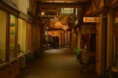 Красивая дорожка в галерее магазина в Carmel морем Архитектура праздников перемещения стоковые фотографии rf
