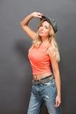 Красивая девушка битника представляя в студии фото Стоковые Изображения