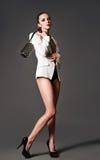 Красивая девушка в белой куртке с муфтой Стоковые Фотографии RF