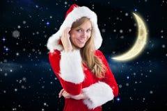 Красивая девушка в костюме santa усмехаясь на камере против цифров произведенной предпосылки Стоковое фото RF