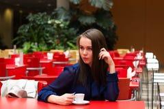 Красивая девушка в красивом городе Стоковые Изображения RF