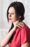 Красивая девушка в красном цвете Стоковые Изображения