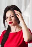 Красивая девушка в красном цвете Стоковое фото RF