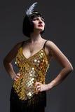 Красивая девушка в мюзикл Чикаго стиля платья Стоковые Фотографии RF