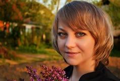 Красивая девушка в парке Стоковые Изображения