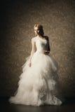 Красивая девушка в платье свадьбы стоковое изображение rf