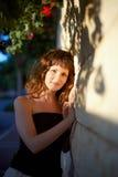 Красивая девушка в солнце стоковая фотография rf