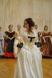 Красивая девушка в старом платье Стоковые Изображения RF
